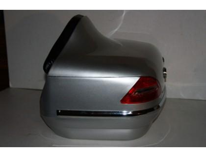 Кофр для мотоцикла задний (пластик) под авто серебристый с габаритами и спинкой