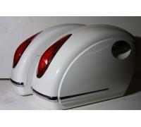 Кофры боковые жесткие (пластик) белые с красными габаритными огнями. Дизайн MUTAZU