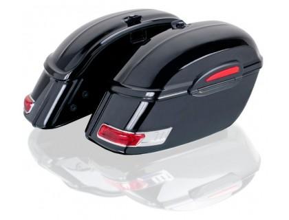 Большие боковые кофры черного цвета с красными габаритами для мотоцикла.