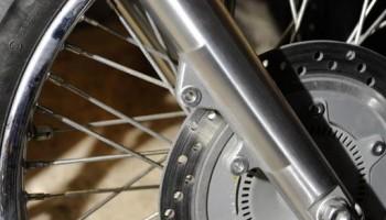 Замена передних колодок на дисковых тормозах мотоцикла.