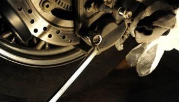 Замена задних колодок на дисковых тормозах мотоцикла.