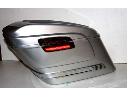 Серебристые боковые пластиковые кофры модели HL для мотоцикла