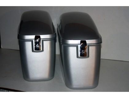 Пластиковые серебристые боковые кофры для мотоцикла