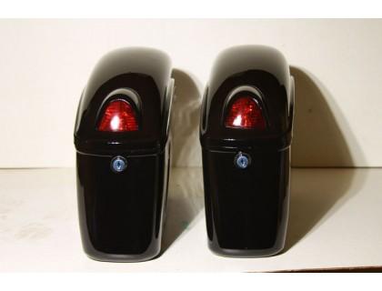 Кофры боковые жесткие (пластик) черные с красными габаритами