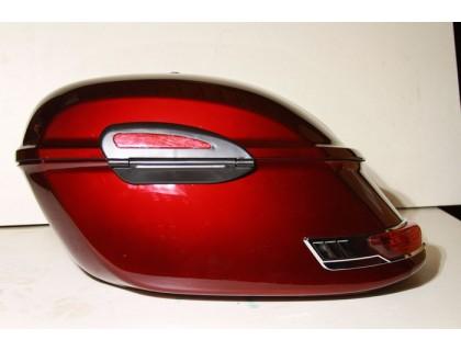 Красные (рубиновые) пластиковые кофры для мотоцикла.