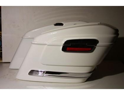 Боковые пластиковые кофры белого цвета модели HL для мотоцикла